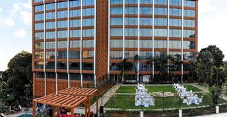 班加罗尔泰姬mg路酒店 - 班加罗尔 - 建筑