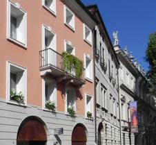 黎莱斯圣塔科罗娜酒店