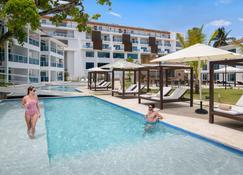 卡巴雷生活风格总统套房酒店 - 仅限客房 - 苏莎亚 - 游泳池