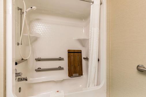 南本德凯富套房酒店 - 米沙沃卡 - 浴室