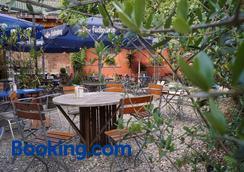 天堂乐园餐厅旅馆 - Freiburg im Breisgau - 休息厅