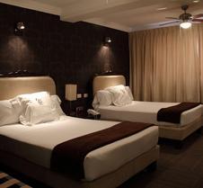 克拉拉月神酒店