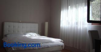 尼娜莫斯塔尔旅馆 - 莫斯塔尔 - 睡房