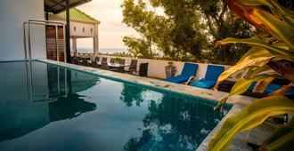 岛屿青年旅舍 - 拉维尼亚山 - 游泳池