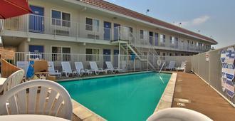 第6萨克拉门托汽车旅馆 - 老萨克拉门托北部 - 萨克拉门托 - 游泳池