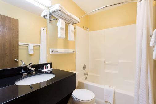 钦科蒂格岛戴斯酒店 - Chincoteague - 浴室