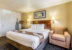 弗雷斯诺大学附近质量酒店 - 弗雷斯诺 - 睡房