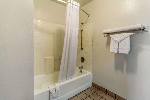 弗雷斯诺大学附近质量酒店 - 弗雷斯诺 - 浴室