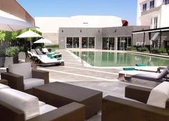 拉斯阿尼马斯普埃布拉万怡酒店 - 普埃布拉 - 游泳池