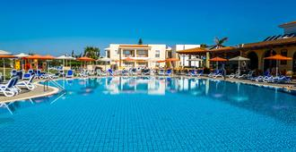 阿克塔海滩度假村 - 圣纳帕 - 游泳池