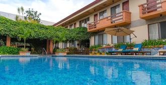 拉萨巴纳公寓酒店 - 圣荷西 - 游泳池