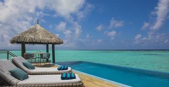 马尔代夫薇拉莎露岛度假村 - 维拉沙鲁 - 游泳池