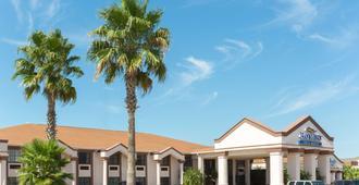 阿瑟港贝蒙特套房酒店 - 阿瑟港(德克萨斯州)
