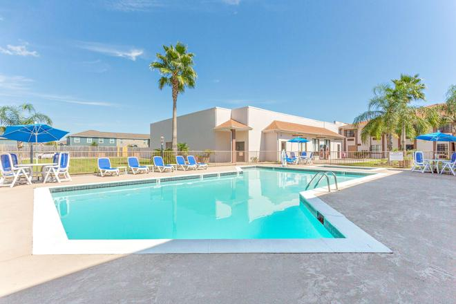 阿瑟港贝蒙特套房酒店 - 阿瑟港(德克萨斯州) - 游泳池