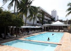 乌巴图巴皇宫酒店 - 乌巴图巴 - 游泳池