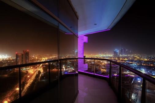 迪拜大华酒店 - 迪拜 - 阳台