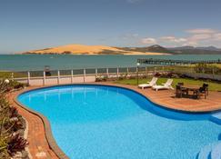 赫基昂加国敦度假酒店 - 奥马帕利 - 游泳池
