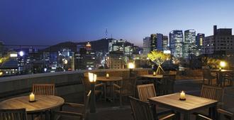 宜必思首尔仁寺洞大使酒店 - 首尔 - 阳台