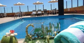 普拉亚广场套房酒店 - 福塔莱萨 - 游泳池
