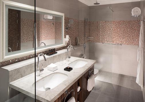 迪拜杜斯特D2肯兹酒店 - 迪拜 - 浴室