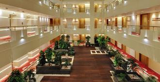 普拉迪努姆酒店 - 拉杰果德