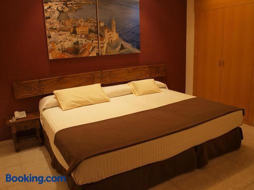 加雷翁酒店 - 锡切斯 - 睡房