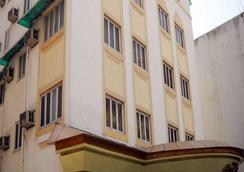 Hotel Host Inn - 艾哈迈达巴德