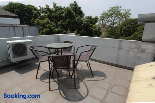 绿色特百特套房旅馆 - 南雅加达 - 阳台