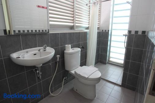 绿色特百特套房旅馆 - 南雅加达 - 浴室