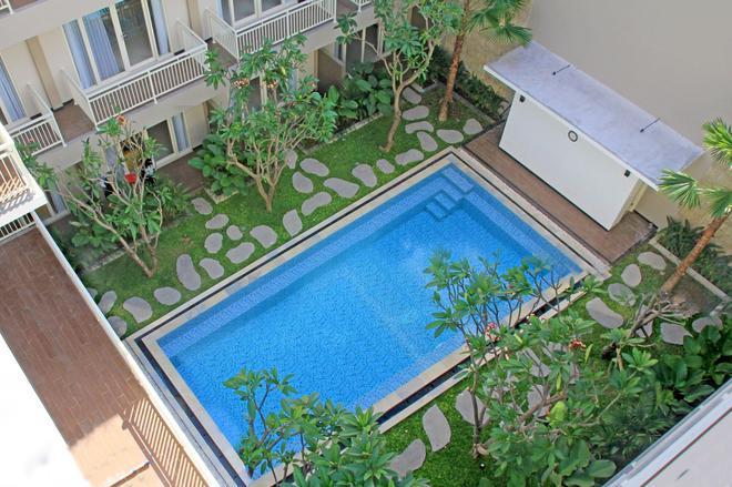 新邦艾南舒适酒店 - 登巴萨 - 游泳池