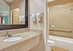 加尔维斯顿速8酒店 - 加爾維斯敦 - 浴室