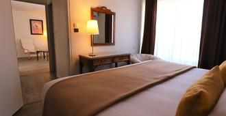 德图乐里酒店 - 尼姆 - 睡房