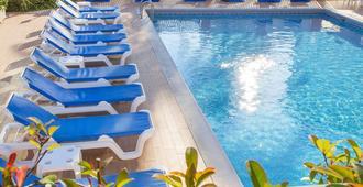 汉迪亚海滩酒店 - 甘迪亚 - 游泳池
