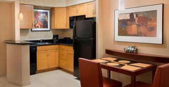 多伦多市区/娱乐区万豪原住客栈 - 多伦多 - 厨房