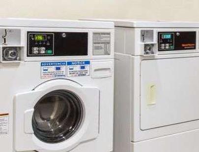贝蒙特套房纽瓦克酒店 - Newark - 洗衣设备