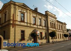 塞尔尼昆膳食公寓 - 赫拉德茨-克拉洛韦 - 建筑