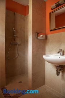 弗拉斯巴德旅馆 - 柏林 - 浴室