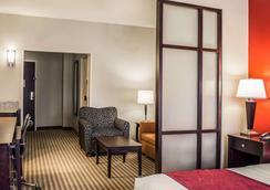 布罗德东 270 号凯富套房酒店 - 哥伦布 - 睡房