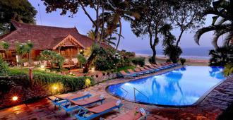 索玛提拉阿育吠陀度假村 - 可瓦兰 - 游泳池