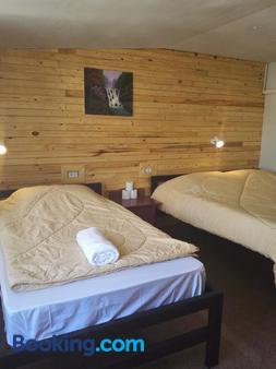 哥特姆2号餐厅旅舍 - 普吉岛 - 睡房