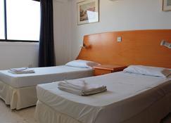 弗洛拉公寓酒店 - 圣纳帕 - 睡房
