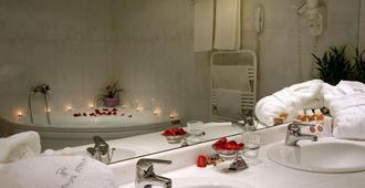 雅典阿特里厄姆套房酒店 - 雅典 - 浴室