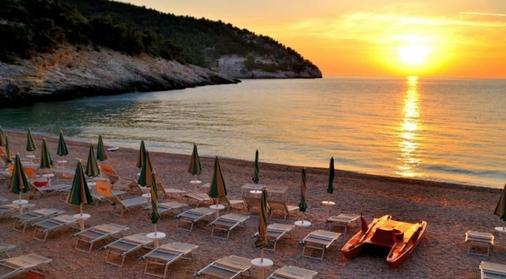 普格诺奇乌索法洛度假村酒店 - 维耶斯泰 - 海滩
