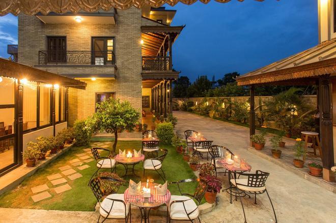 乌萨普喜马拉雅酒店 - 博卡拉 - 露台