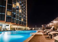 阿比让阿兹拉酒店 - 阿比让 - 游泳池