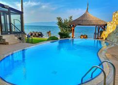 阿特罗雅别墅酒店 - Orhangazi - 游泳池