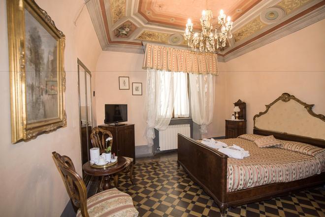 斯托里科公寓德博卡中心酒店 - 比萨 - 睡房