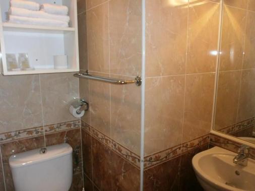 克拉里奇的酒店 - 芒通 - 浴室