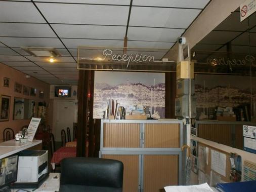 克拉里奇的酒店 - 芒通 - 柜台