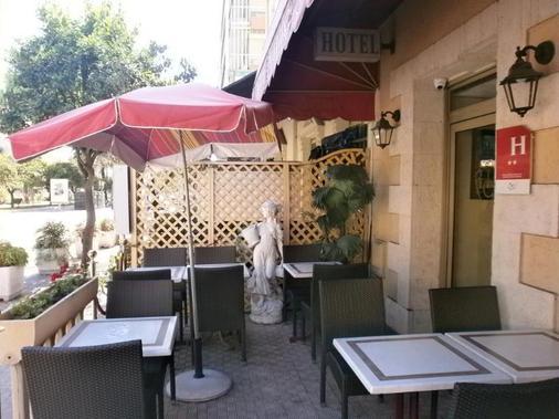 克拉里奇的酒店 - 芒通 - 阳台